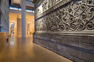 Ara Pacis Museum, evening shots (79 images)