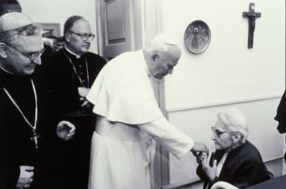 Pope Johannes Paul II. in Pannonhalma (16 images)