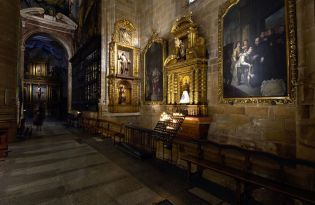 Logrono Cathedral (38 images)