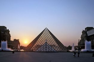 Louvre Pyramid (images)
