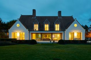 private villa on Flemish coast (images)
