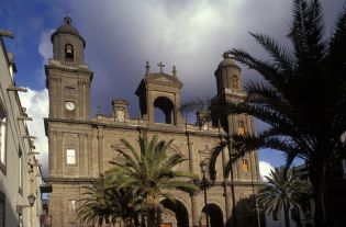 church Las Palmas (24 images)