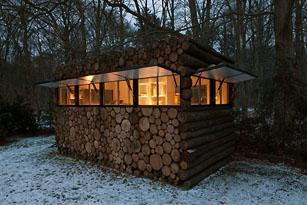 NLD, The Netherlands, Hilversum, log house as study for music-entertainer Hans Liberg, design by Piet Hein Eek