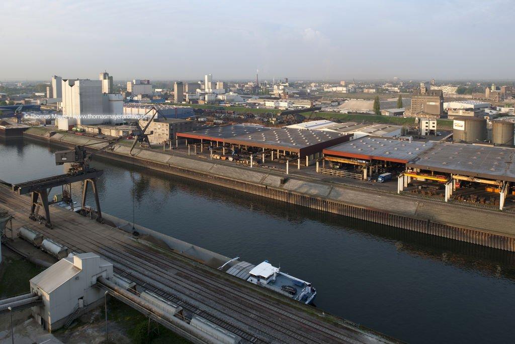 Universal Stahl Hafenbecken 4 Hafen Neuss Wirtschaft Thomas