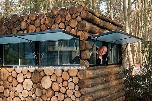 log house office on wheels