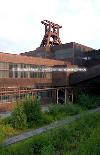 Mine Zollverein world cultural heritage mine Zollverein, Essen, Germany, architecture by Schupp and Kremmer, pithead frame pit XII  200AN20030729D7164