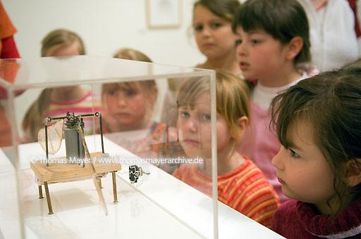 "MARTa Herford Museum MARTa Herford, Germany, workshop with a school class on behalf of the exhibition ""If Albrecht Duerer were a child today, he would definitly have visited MARTa Herford"", in the exhibition Panamarenko  091BO20070510D9774"