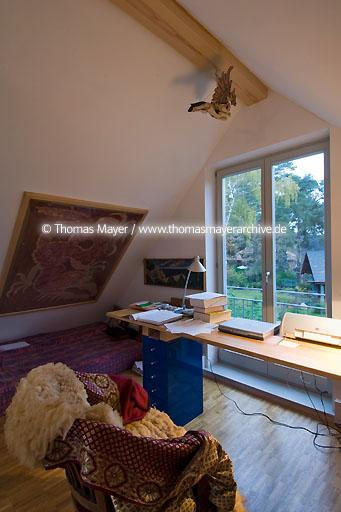 private home in Berlin DEU, Germany, Berlin-Zehlendorf, small home on a parcel where the wall between East- and West-Berlin took course before 1989  110AV20071025D6706