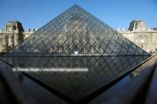 Louvre Pyramid FRA, France, Paris, Louvre Pyramid, architect Ieoh Ming Pei  111AP19920508A0051