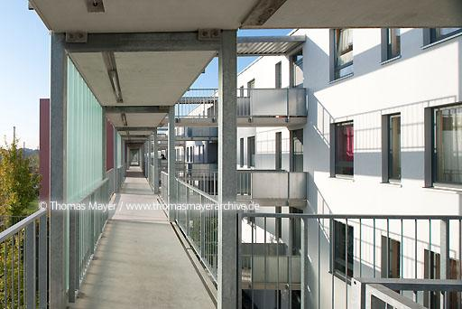"residential area in Neuss DEU, Germany, Neuss, on the site of the earlier container terminal was built the living area ""Southern Furth"" with 255 barrier free apartments. Architecture by Agirbas & Wienstroer, Neuss.  110BA20090925D1039"