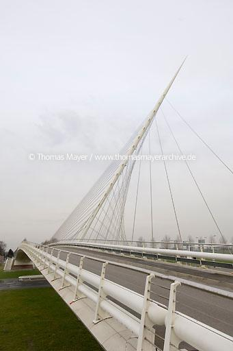 Calatrava bridges Hoofddorp Netherlands, community Haarlemermeer, spanish architect Santiago Calatrava has built 3 bridges between Hoofddorp and Nieuw Vennep over the canal Hoofdvaart  047AF20070222D3467