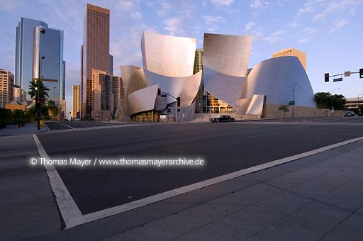 Walt Disney Concert Hall Walt Disney Konzert Halle in Los Angeles, USA, Architektur von Frank O. Gehry  020AL20051019D4051