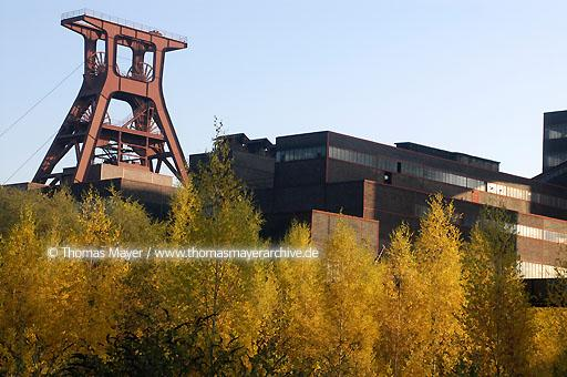Mine Zollverein UNESCO world cultural heritage site Mine Zollverein, Essen, pithead frame pit XII and coalwashing building  200AJ20031028D0987