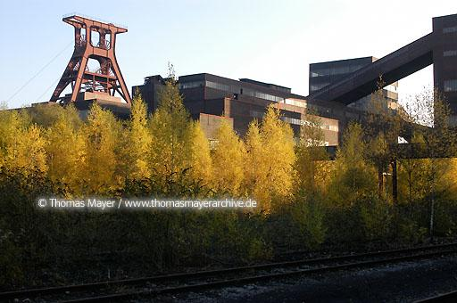 Mine Zollverein UNESCO world cultural heritage site Mine Zollverein, Essen, pithead frame pit XII and coalwashing building  200AJ20031028D0988
