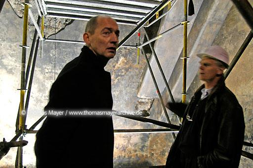 Mine Zollverein architect Rem Koolhaas visits the construction site coalwashing building on mione Zollverein in Essen, Germany on 30.03.2004. Refurbishment for new visitor center and Ruhrland Museum by the architects offices OMA Rotterdam and Boell/Krabbel Essen. Inspection and sampling. Rem Koolhaas and Heinrich Boell  200BX20040330D7535