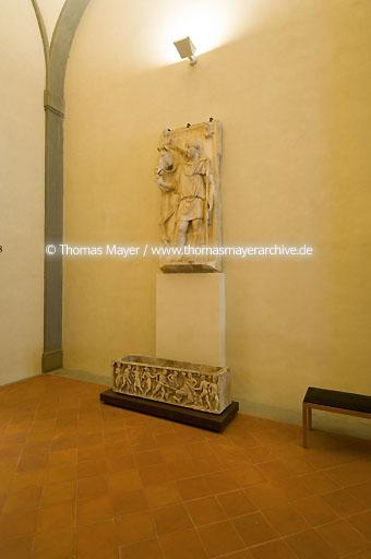 The Uffizi Gallery in Florence Florence, Italy, the Uffizi Gallery: this is one of the most famous museums of paintings and sculpture in the world. Its collection of Primitive and Renaissance paintings comprises several universally acclaimed masterpieces of all time, including works by Giotto, Simone Martini, Piero della Francesca, Fra Angelico, Filippo Lippi, Botticelli, Mantegna, Correggio, Leonardo da Vinci, Raphael, Michelangelo and Caravaggio. German, Dutch and Flemish masters are also well represented with important works by D�rer, Rembrandt and Rubens.?ĮThe Uffizi Gallery occupies the top floor of the large building erected by Giorgio Vasari between 1560 and 1580 to house the administrative offices of the Tuscan State. The Gallery was created by Grand-duke Francesco I and subsequently enriched by various members of the Medici family, who were great collectors of paintings, sculpture and works of art. The collection was rearranged and enlarged by the Lorraine Grand-dukes, who succeeded the Medici, and finally by the Italian State.?Į  104AP20061127D6804