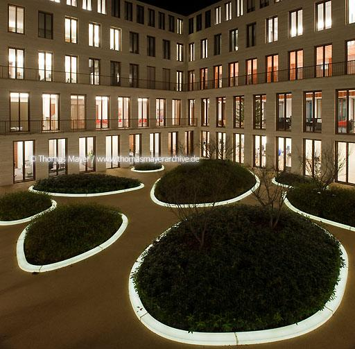 L-Bank courtyard Karlsruhe DEU, Germany, Karlsruhe, L-Bank, architecture by Weinmiller Architects, courtyard design by Agence Ter  110BE20091209D6459p