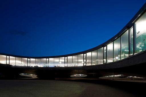 Rolex Learning Center / EPFL, SANAA CHE, Switzerland, Lausanne, Rolex Learning Center of the university EPFL, architecture by SANAA, Kazuyo Sejima and Ryue Nishizawa  126BG20100420D0037