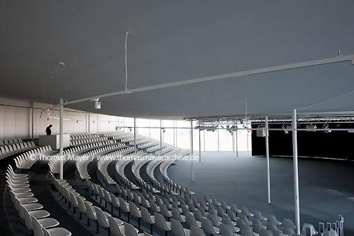 Rolex Learning Center / EPFL, SANAA CHE, Switzerland, Lausanne, Rolex Learning Center of the university EPFL, architecture by SANAA, Kazuyo Sejima and Ryue Nishizawa  126BG20100420D0252