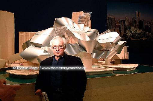 Frank O.Gehry at the Guggenheim Museum exhibition Frank O.Gehry Architect at the Guggenheim Museum New York 2001, model new Guggenheim Museum New York  003AE20010524D5031