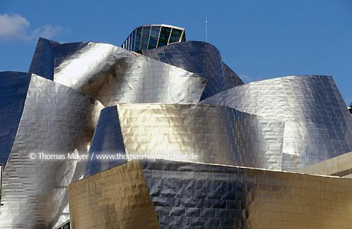 Guggenheim Museum Bilbao Guggenheim Museum, the new emblem of Bilbao in Spain, architect Frank O. Gehry  004AA19971115A0006