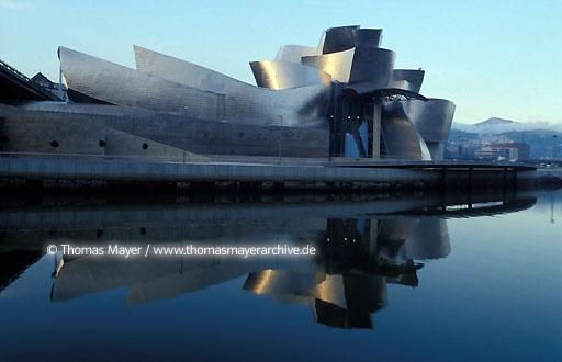 Guggenheim Museum Bilbao Guggenheim Museum, the new emblem of Bilbao in Spain, architect Frank O. Gehry  004AA19971115A0037