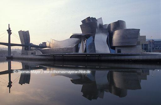 Guggenheim Museum Bilbao Guggenheim Museum, the new emblem of Bilbao in Spain, architect Frank O. Gehry  004AA19971115A0038
