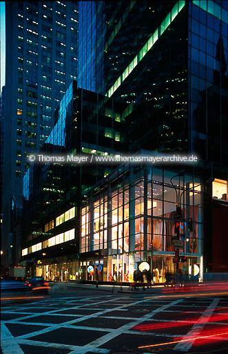 fashion store Hugo Boss, New York fashion store Hugo Boss, New York City, 5th avenue  020AD20010524A0034