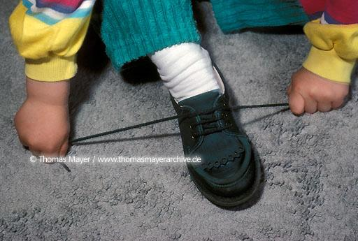 children child ties his shoes  040AA19880510A0037