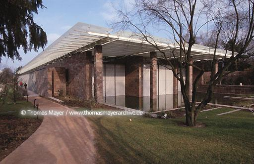 Fondation Beyeler Fondation Beyeler in Riehen, Basel, Switzerland, architect: Renzo Piano. Over a period of fifty years Hildy and Ernst Beyeler built up an exceptional collection of works by modern masters.  005AB20010409A0011