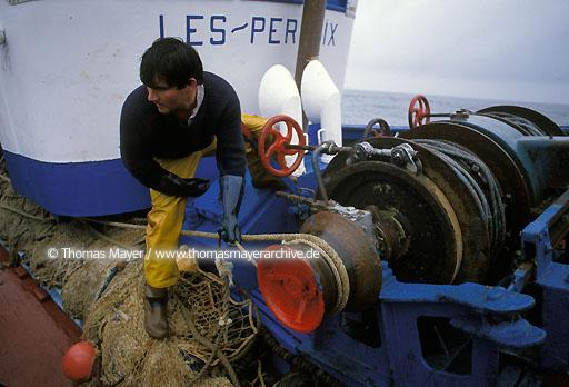 "fishery in Brittany The fishing vessel ""Les Perdrix"" sails for daytrips on the Atlantic Ocean, fishing with the trawl, haul inboard  111AB19880912A0019"