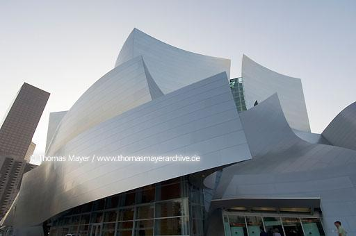 Walt Disney Concert Hall Walt Disney Konzert Halle in Los Angeles, USA, Architektur von Frank O. Gehry  020AL20051019D5405