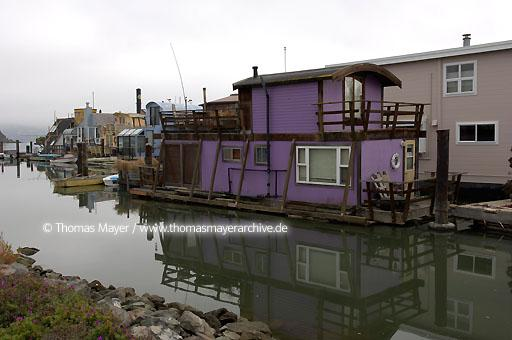 San Francisco Living in Houseboats in Sausalito near San Francisco  020AP20051023D5912