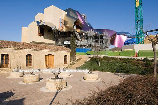 Riscal under construction Elciego, Spain, in the heart of the bodegas of Marques de Riscal the city of wine is developped. A luxury hotel has been designed by architect Frank Gehry and is under construction  068BY20060228D4219
