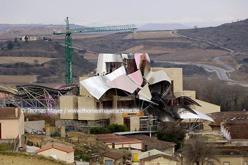 Riscal under construction Elciego, Spain, in the heart of the bodegas of Marques de Riscal the city of wine is developped. A luxury hotel has been designed by architect Frank Gehry and is under construction  068BY20060228D4318
